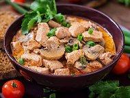 Пилешка кавърма от филе с лук, домати и чушки – запечена в тава на фурна